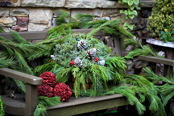 Turn your yard into a winter wonderland this holiday season with these fun DIY ideas.