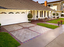 Pavers And Block Mixed Design Paver Trimmed Driveway