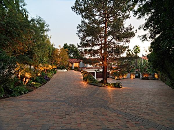 landscape lighting driveway