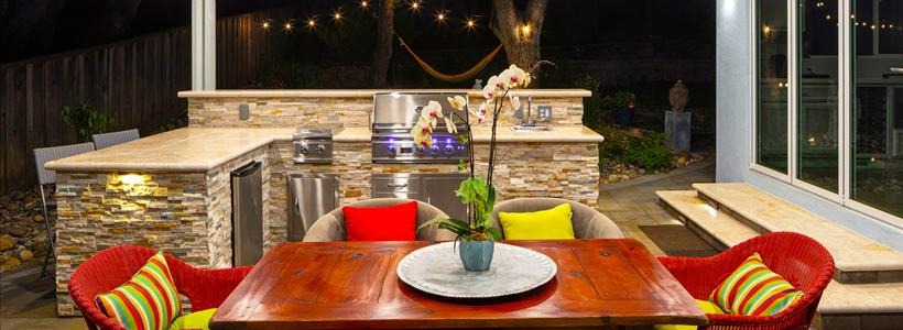 Your Guide to Holiday Entertaining Outdoors