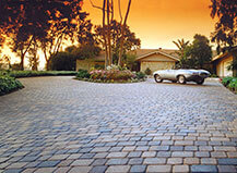 Rounded Stone Pavers Driveway Design