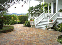 Traditional Style Custom Patio Paver Design