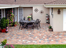 Traditional Style Mixed Patio Pavers With Sitting Area
